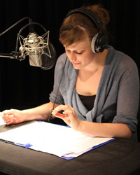 Regina Spindler im HdM-Tonstudio