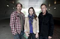 """""""Move On"""", eine Telekom Produktion. Foto: (v.l.) Darsteller Mads Mikkelsen, Gabriela Marcinkova und Regisseur Asger Leth, Telekom.com"""
