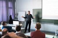 Prof. Simon Wiest bei seinem Vortrag