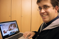 """""""Facebook-Kaplan"""" Norbert Becker, Foto: Bischöfliches Ordinat Würzburg"""