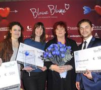 Die Gewinner Eleni Katsoni, Julia Walter und Stefan Najib (rechts) mit Schirmherrin Prof. Regina Ziegler
