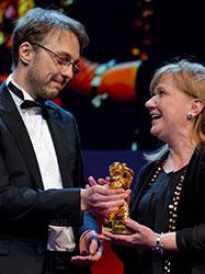 """... ging 2013 an den rumänischen Regisseur Calin Peter Netzer für den Film """"Die Stellung des Kindes"""". Foto: Richard Hübner © Berlinale 2013"""