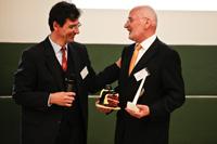 Prof. Armin Weichmann mit Prof. Urlich Reiser (links)