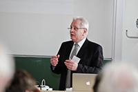 Prof. Bernd-Jürgen Matt übernahm die Laudatio
