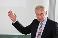 Prof. Dr. Helmut Wohland hielt danach seine Antrittsvorlesung (Fotos: Kim Kreiser)