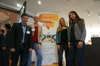 """Matthias Kurz, Kathrin Kurz, Stephanie Schlayer und Saskia Egger vom Projektteam """"Shake 'n' Dress"""" freuen sich auf die Umsetzung ihrer Idee. (Fotos: Shake'n'Dress-Team)"""