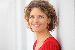 <b>...</b> am Institut für Moderation und erfolgreiche Journalistin: <b>Lena Ganschow</b> - Pressefoto_Lena-Ganschow-Seite1