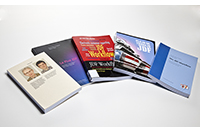 Das Fachbuch liegt derzeit in vier Sprachen vor