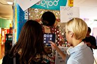 """Bei dem Projekt """"Flaschenpost"""" kam ein interaktiver Pfandflaschenautomat zum Einsatz."""