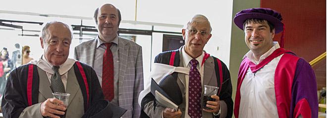 Die Professoren Dr. Tony Johnson, Dr. Wolfgang Faigle und Dr. Bob Thompson mit Dr. Tobias Rausch (von links)