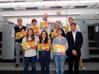 Gemeinsam mit Prof. Volker Jansen (vorne rechts) freut sich das Studenten-Team über das gelungene Ergebnis.