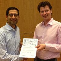 Prof. Dr. Swaran Sandhu (links) mit Prof. Dr. Olaf Hoffjann (Foto: Philine Hachmeister)