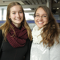 Jannie (links) und Elena interessieren sich für Mediapublishing und Informationsdesign.