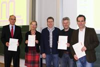 Die Preisträger: Prof. Axel Hartz, Prof. Susanne Mayer, Prof. Stephan Ferdinand und  Prof. Eckhard Wendling (v.l.n.r.) mit Prof. Dr. Matthias Hinkelmann (Mitte).