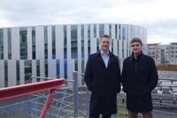 Martin Schwab, 3. Semester, und Dominik Dach, 1. Semester, sind begeisterte Wirtschaftsinformatiker