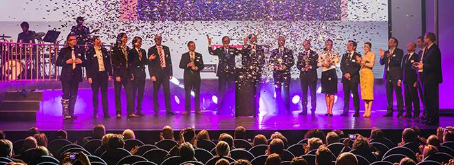 Zum Abschluss versammelten sich alle Gewinner des Marken-Awards 2014 auf der Bühne, Quelle: www.marken-award.de