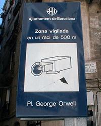 Selbstverständlich ist auch der George-Orwell-Platz im spanischen Barcelona videoüberwacht, Quelle: http://commons.wikimedia.org/wiki/File:Placa_George_Orwell_1.jpg