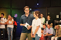 Die Moderatoren Laura Terberl und Christopher Bücklein führten durch die Sendung.