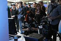 Mit der Spezialbrille konnten Besucher in virtuelle Welten eintauchen (Fotos: Mitra Schmidt)