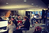 Der crossmediale Redaktionsraum ist immer gut besucht (Foto: Julian Wenzel)