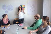 Teambesprechung bei der Erstellung des Toolkits