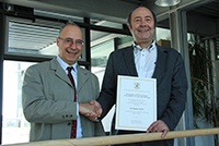Prof. Dr. Anastasios Politis mit Prof. Dr. Wolfgang Faigle (rechts)