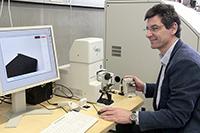 Prof. Armin Weichmann mit der Leihgabe