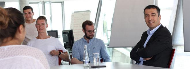 Cem Özdemir im Gespräch mit Studenten der HdM.