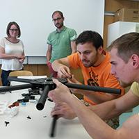 Im Copter Communication Camp haben Studenten zwei eigene Drohnen gebaut.