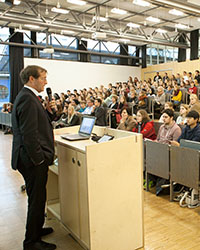 HdM-Rektor Roos begrüßte die Besucher im letzten Herbst