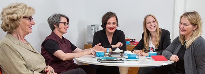"""Das Team rund um """"Kesseltöne"""" (von links): Jutta Wilfert, Annette Eckerle, Petra Heinze, Lena-Mara Pfaffl und Patricia Schaller. Foto: Rüdiger Schestag"""
