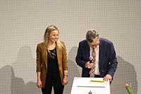 Die beste Absolventin Katja Mahlenbrei mit Peter Marquardt