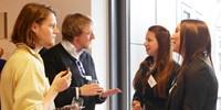 "Gründer mit Studenten im Gespräch bei der ""business unplugged"" 2015. Foto: Petra Rösch"