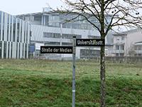 Die Nobelstraße wurde zu Straße der Medien umbenannt. Fotos: HdM