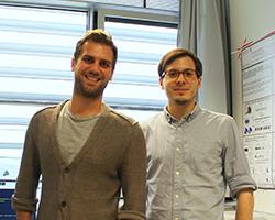 Kevin Klett (links) und Florian Lutz wollen Menschen mit ihrem Armband helfen, Foto: monikit