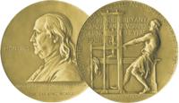 """Die goldene Medaille wird in der Kategorie """"Verdienst an der Öffentlichkeit"""" vergeben. (Bild: via www.pulitzer.org)"""
