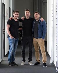 Die HdM-Absolventen Tobias Haas und Florian Fink mit dem dritten Gründer Hannes Rang (v.l.n.r.). (Foto: Flurfunk)