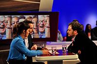 Titanic-Chefredakteur Tim Wolff (rechts) wird interviewt von Diana Hörger (links) und Benjamin Wüst.