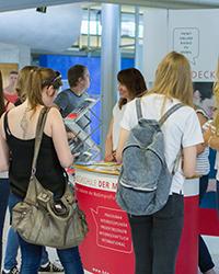 Die HdM informiert regelmäßig Schüler und auch deren Eltern über Studienmöglichkeiten.