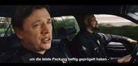 Denis Lyons (li.) und Kevin Brown als Officers Hopeman und Brick im Polizeiwagen, Foto: Screenshot via YouTube.com
