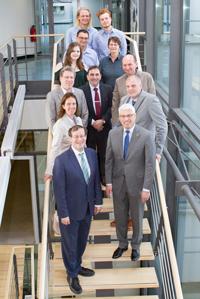Peter Vermeij (ganz vorne rechts) mit der HdM-Belegschaft
