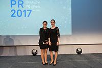 HdM-Absolventin Cara von Beust (links) mit Lena Schneider