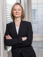 """Jenny Hubertus von der Kanzlei """"Bartsch Rechtsanwälte Stuttgart"""" gibt Studenten der HdM Rechtshilfe, Foto: Bartsch Rechtsanwälte Stuttgart"""