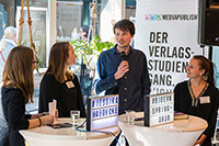 Bloggerin Jessica Hädecke mit Autor Björn Springorum und die Mediapublishing-Studentinnen Bettina Bähnsch (links) und Silva Oldenburg (rechts), Foto: Vanessa Schwab