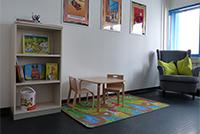 Dorja findet das Eltern-Kind-Zimmer gut (Foto: Alexandra Rambacher)