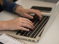Facebook könnte in Zukunft anhand der Tastaturnutzung Rückschlüsse auf den Gefühlszustand der User ziehen.