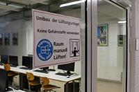 Zahlreiche Labore erhalten Glastüren (Fotos: Kerstin Lauer)