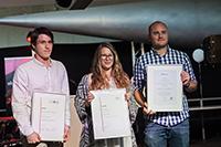 Marcel Schlegel, Sonja Heyen und Johannes Hauser mit ihren Urkunden
