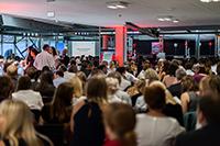 Die Fakultät Electronic Media feierte im Foyer der Nobelstraße 10