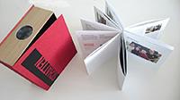 """Das multimediale Projekt """"Schatten"""" umfasst einen Film, einen Projektor und ein Buch."""